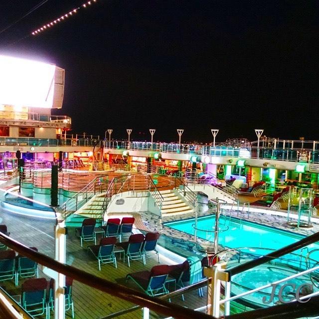 #ロイヤルプリンセス #プリンセスクルーズ #旅行 #船旅 #クルーズ #royalprincess #princesscruises #i2w #cruiseaddict #cruiselover #instacruise #nightview #cruisefan #jcc #lovecruise #travel #cruisevacation #cruisegram #cruisetravel #pooldeck #🚢